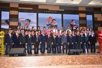 全体理事及妇女组歌咏组